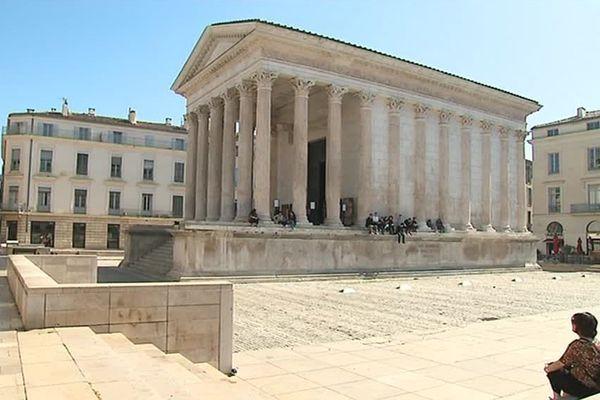 La Maison Carrée à Nîmes - archives.