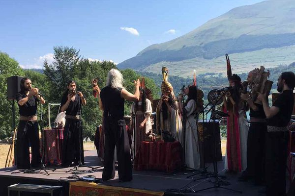 Venu d'Argentine, l'Orchestre des Instruments Autochtones et Nouvelles Technologies a ouvert la 22è édition du festival Messiaen au bord du lac de Laffrey, en Isère