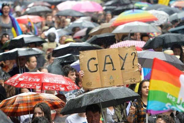 L'hôtel de ville de Paris paré pour la Gay Pride 2014.