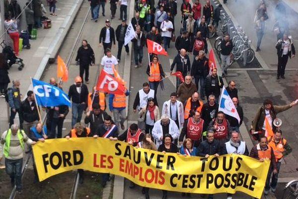 Les salariés de Ford Blanquefrot défilent dans les rues de Bordeaux à l'occasion d'une journée usine morte