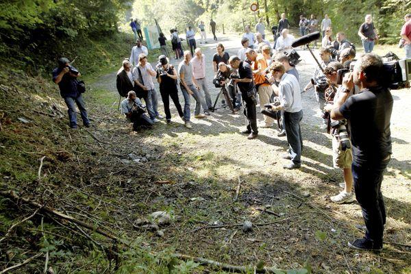 Les journalistes présents sur le parking de Chevaline trois jours après le drame, le 8 septembre 2012 - Archives