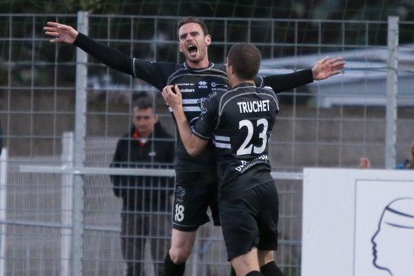 La joie de Romain Pastorelli auteur du doublé synonyme de montée en Ligue 2 pour le CA Bastia