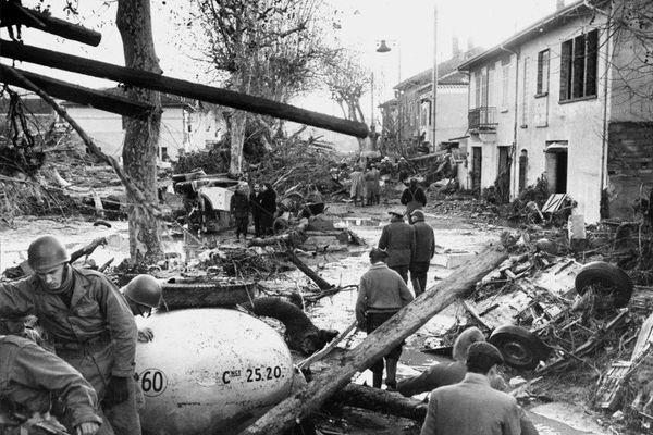 Le 2 décembre 1959, le barrage de Malpasset cède et sa vague cause la mort de 423 personnes.