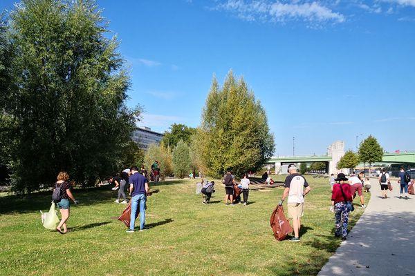 Une soixantaine de CleanWalker ont nettoyé les quais de Seine de Rouen dimanche 25 août.
