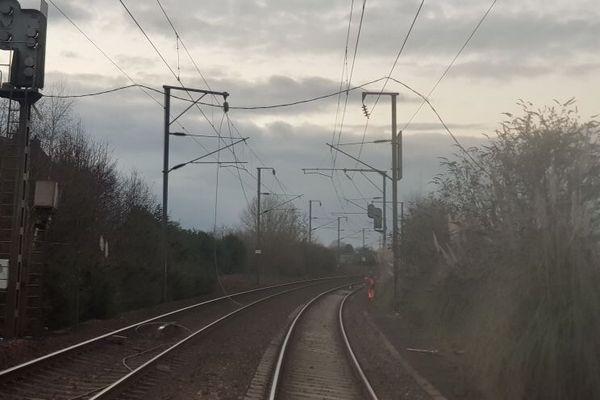 Un câble électrique tombé sur une caténaire à Auray a provoqué l'interruption du trafic SNCF