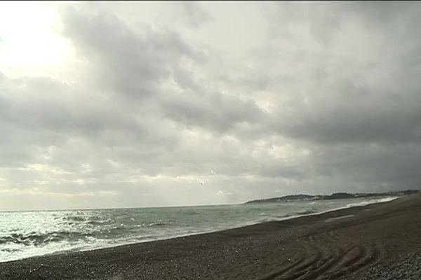 Des trombes d'eau devraient tomber sur le Var et les Alpes-Maritimes à la mi-journée.