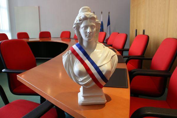 La Marianne, symbole d'une République Française où les élus restent majoritairement des hommes. Mais la part des femmes à la tête des mairies augmente - illustration.