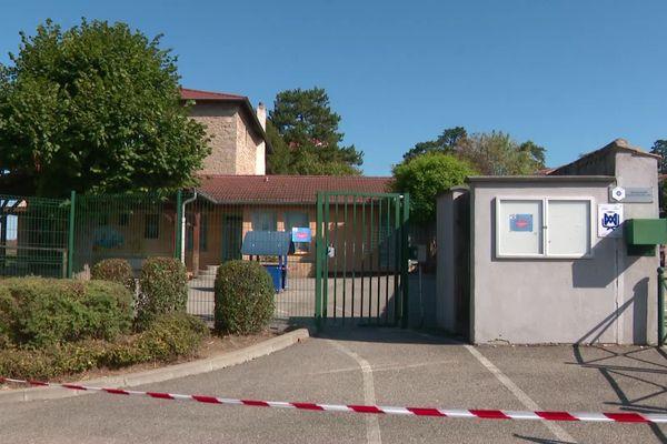 L'école primaire Fromente-Saint-François est fermée pour 2 semaines après la confirmation d'un cas de covid-19 chez une enseignante.