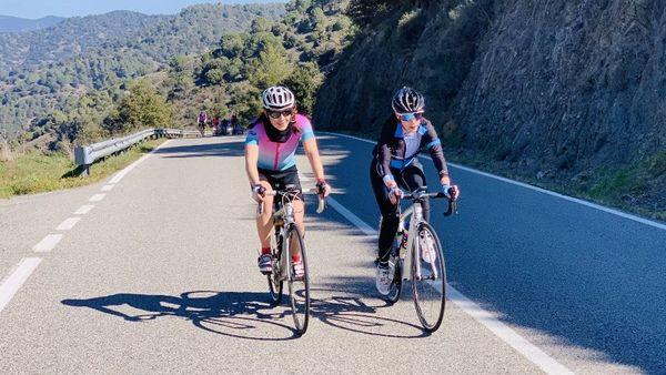 Les 13 femmes participantes au projet Donnes des Elles au vélo.