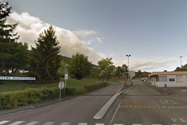 Un incendie s'est déclaré sur le parking du centre hospitalier de Wissembourg (Bas-Rhin), dimanche 2 septembre.