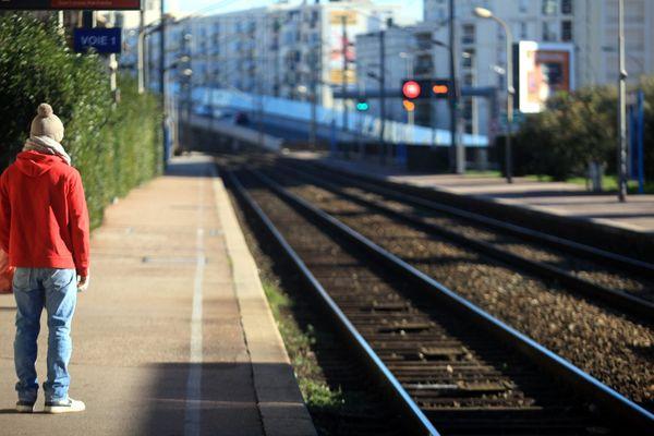Un retard peut en cacher un autre...En Gare de Nice Saint Augustin.