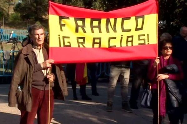 Des soutiens de Franco attendaient son transfert à Madrid dans le caveau familial