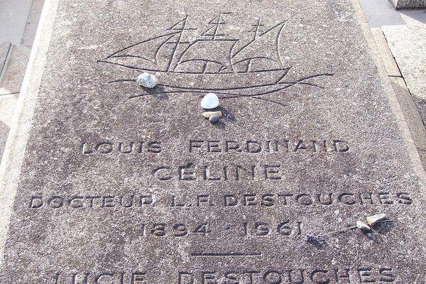 Sur la sépulture de Louis-Ferdinand Céline, sa veuve, Lucie Destouches avait déjà fait graver son nom.