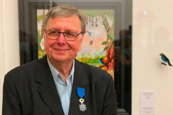 Le peintre nantais Alain Thomas a reçu la distinction des mains de l'ancien maire de Nantes Jean-Marc Ayrault.