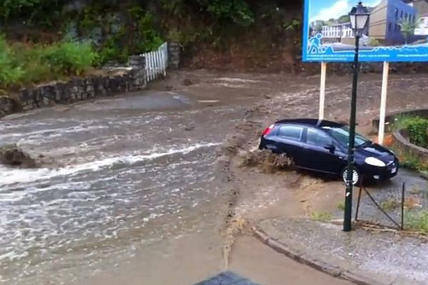 18/06/14 - Violentes intempéries: Sartène (Corse-du-Sud) sous les eaux