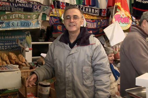 Dans l'épicerie des frères Duran dans la cité du Champ-de-mars, à Perpignan.