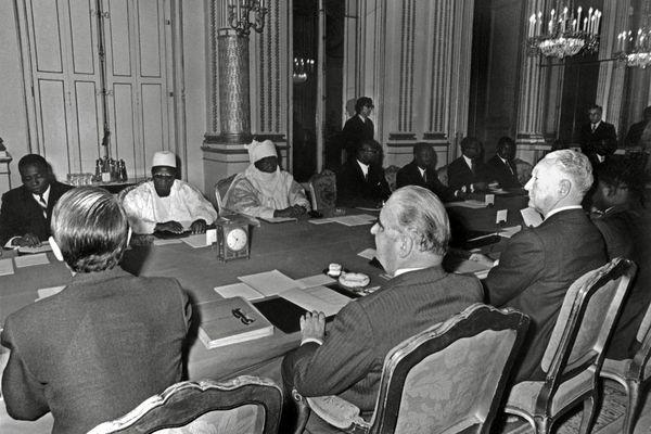 Pompidou, Bokassa et Houphouët Boigny : 10 présidents africains pour le premier sommet post décolonisation en 1973 à Paris.
