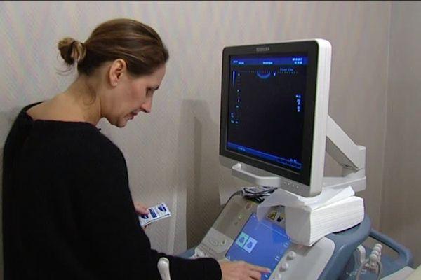 La gynécologue, basée à Auxerre, réalise une trentaine de consultations par jour