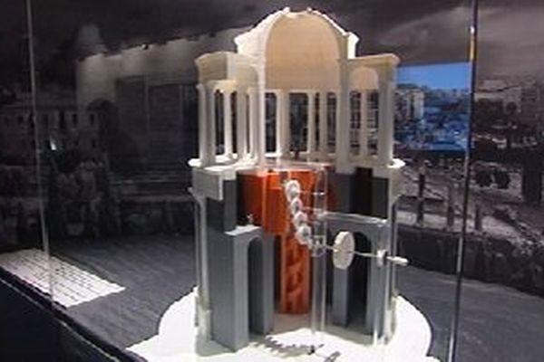 """Maquette réalisée d'après les relevés des vestiges de la """"cenatio rotunda"""" à Rome, exposée au musée  d'archéologie méditerranéenne de Marseille."""