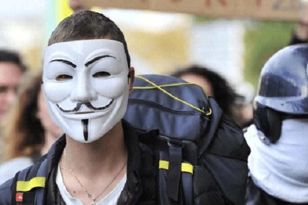 Le masque des Anonymous était présent chez les zadistes de Sivens