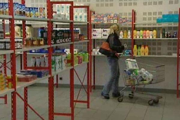 A l'épicerie sociale, le client ne paie que 10 à 30 % du prix réel des produits proposés.