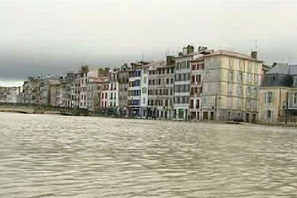 La Nive en alerte dans le centre de Bayonne, le 30 janvier 2014