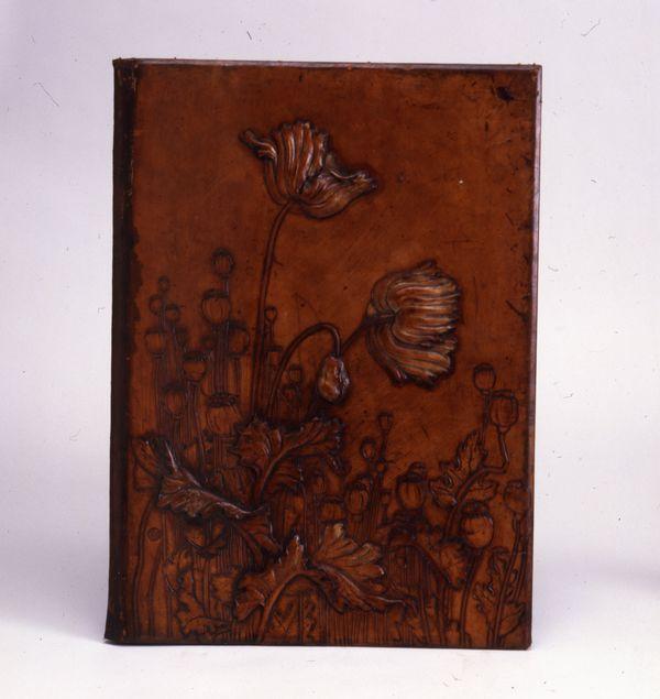 Cartonnier en cuir à décor de pavots René Wiener Musée de l'Ecole de Nancy