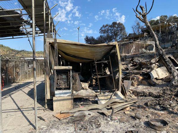 Fait de bric et de broc, le camp de Moira a brûlé aussi vite qu'une allumette