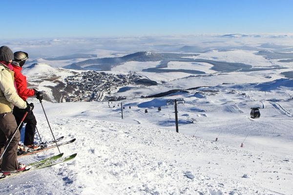 Les domaines skiables d'Auvergne sont prêts à accueillir les skieurs.