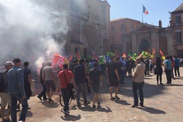 Les cheminots se sont rassemblés devant la Préfecture de Haute-Garonne à Toulouse.