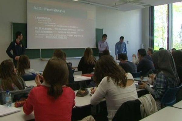 Des lycéens en stage à la faculté de médecine d'Amiens