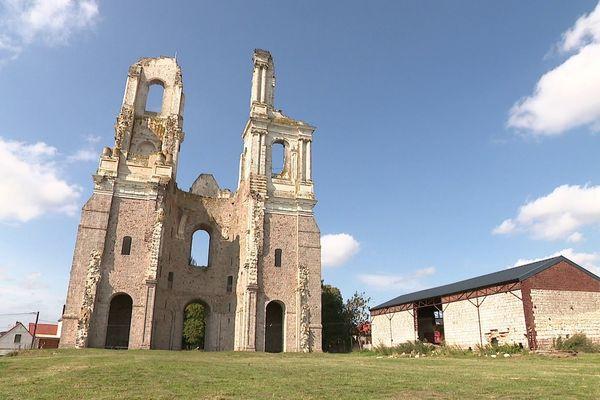 Les vestiges de l'abbaye de Mont-Saint-Eloi