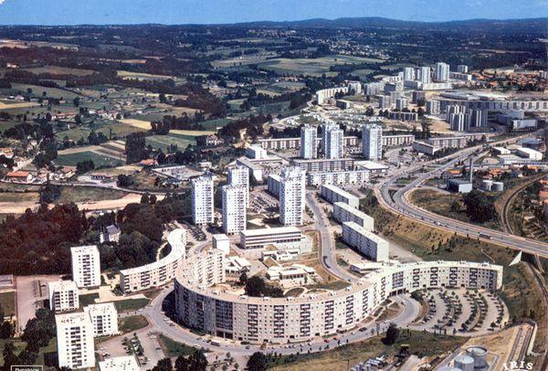 Vue aérienne de la ZUP du Val de l'Aurence dans les années 1970