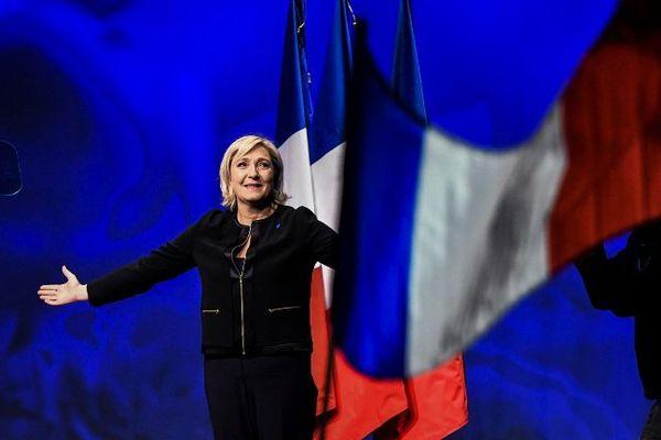 Marine Le Pen candidate du FN à l'élection présidentielle 2016