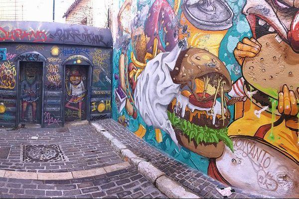 De nombreuses œuvres urbaines dans le quartier du Panier.