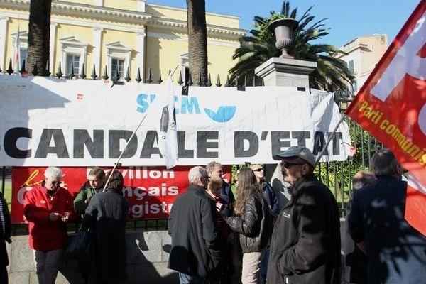 19/12/14 - SNCM: manifestations des syndicats de marins à Ajaccio pour défendre le service public