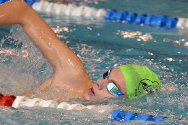 Swann Plazza est licencié aux Dauphins Aixois et nage chaque jour avec le Pôle espoirs de Limoges