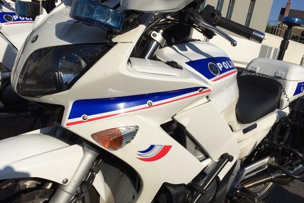 Une moto de police