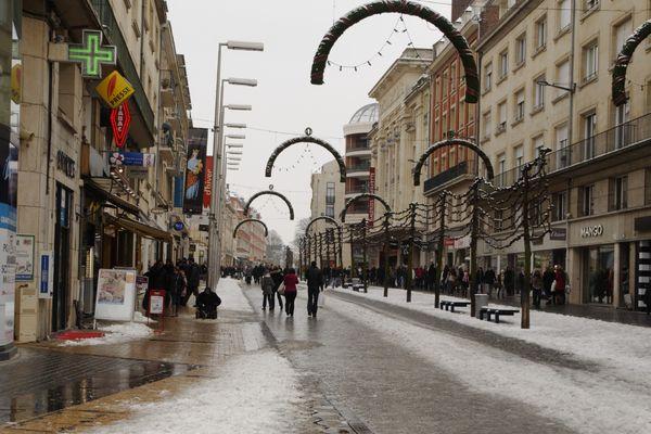 La neige a tempéré les ardeurs de ceux qui voulaient faire les soldes.