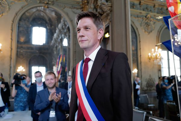 Mathieu Klein a enfilé l'écharpe tricolore, il vient d'être élu maire de Nancy