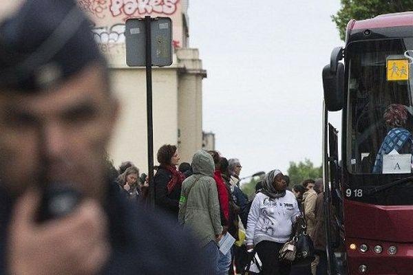 Des migrants évacués de la jungle de Calais