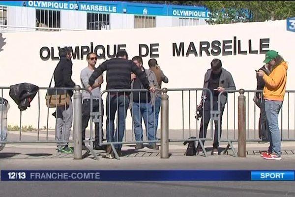 Devant l'Olympique de Marseille