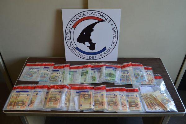 Les forces de l'ordre ont saisi près de 75 000 euros en liquide lors d'une perquisition.