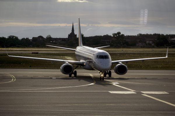 L'entreprise Aéroports de Lyon a indiqué à l'AFP qu'un accord de performance collective avait été signé avec les syndicats majoritaires CFDT et CFE-CGC pour une quarantaine de ruptures conventionnelles individuelles d'ici trois mois.