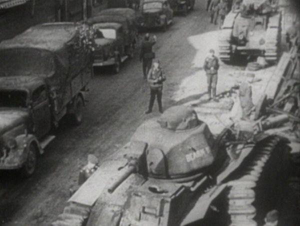 Des chars français B1 abandonnés dans la rue en Belgique.