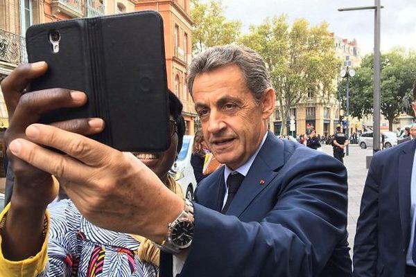 Un selfie de l'ex-président dans les rues de toulouse