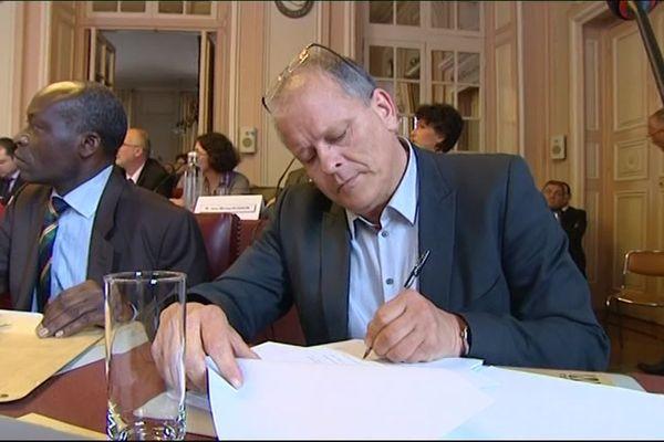 L'adjoint au maire de Metz, Jean-Michel Toulouze est décédé jeudi 3 octobre à l'âge de 55 ans.