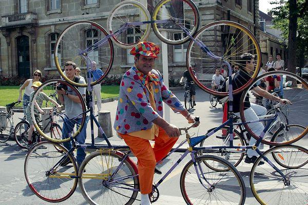 La fête du vélo à Paris le 2 juin 2002, au Champ de Mars, avenue de la Motte Picquet. (Photo d'archive)