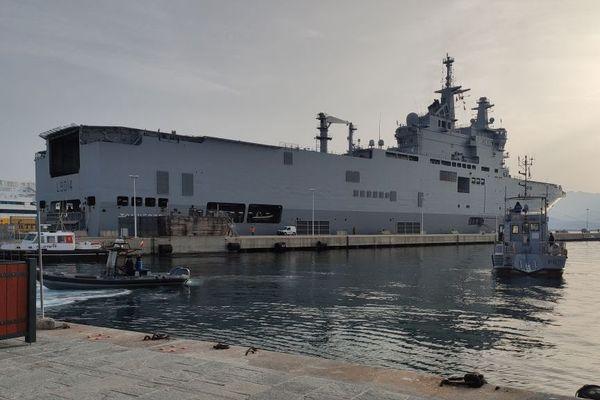 Le porte-hélicoptères de la marine nationale, le Tonnerre, est arrivé au port d'Ajaccio le dimanche 22 mars.