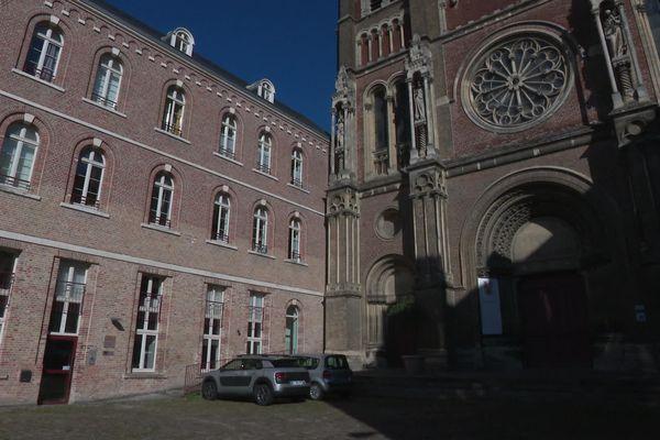 Située rue Vulfran Warmée à Amiens, la Maison Monsieur Vincent comporte 35 logements autonomes.